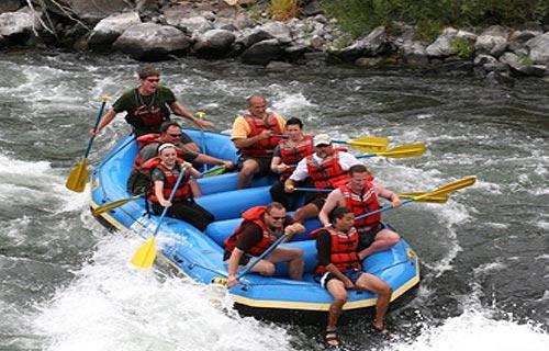 Rafting in Tamur River